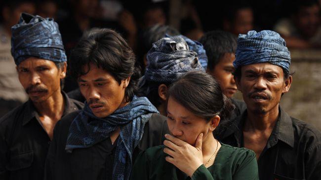 Masyarakat adat Baduy menolak dana desa Rp2,5 miliar yang dikucurkan pemerintah Jokowi untuk infrastruktur karena khawatir bisa merusak kelestarian adat.