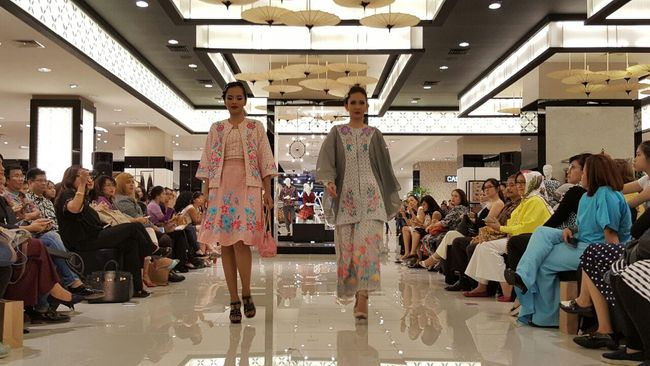 Gerai yang berlokasi di Lippo Mall Kemang ini menampilkan koleksi fesyen karya desainer dan produsen garmen Indonesia.