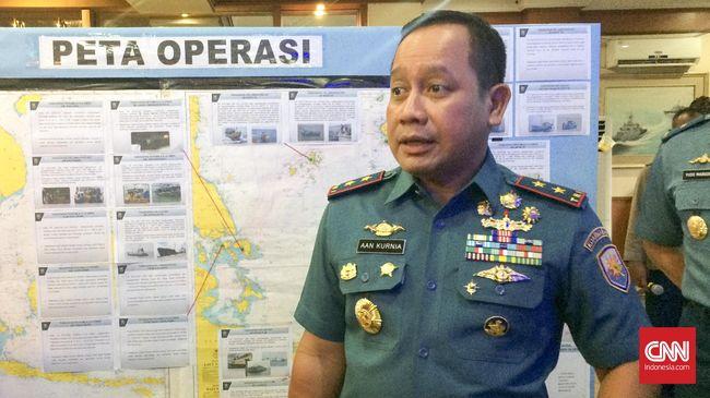 Presiden Jokowi memilih Laksamana Madya TNI Aan Kurnia sebagai Kepala Bakamla baru menggantikan Taufiqoerrochman yang akan masuk masa pensiun.