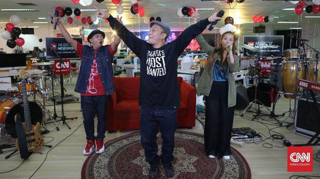Hip hop mendapat panggung khusus di Java Jazz tahun ini. Musisi seperti Sweet Martabak, NEO dan Iwa K menyanyikan lagu-lagu lawas '90-an.