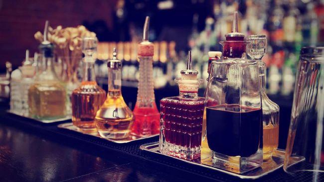 Wiski sering ditulis sebagai whisky, juga whiskey. Mana di antara keduanya yang benar?
