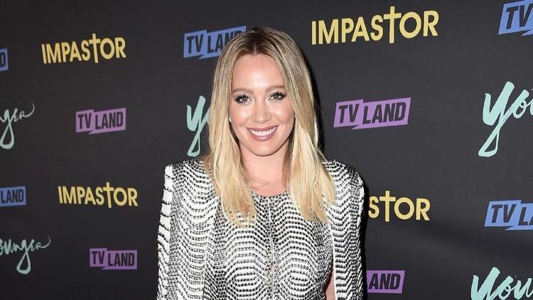 Keseruan Hilary Duff Babymoon Berdua dengan Putranya