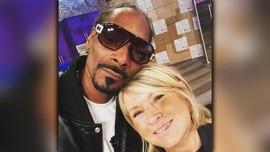 Martha dan Snoop Kompak di Dapur 'Bling-bling'