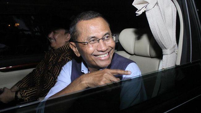 Mantan menteri BUMN Dahlan Iskan turut menjalani pengambilan sampel darah untuk vaksin Nusantara di RSPAD Gatot Soebroto, Senin (19/4).