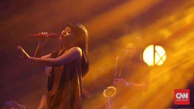 Dalam album barunya, Yura menceritakan perjalanan terbahagia dan terpahit selama empat tahun kariernya di industri musik.