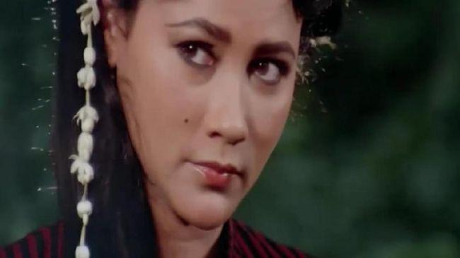 Bangunnya Nyi Roro Kidul merupakan salah satu film horor klasik Indonesia yang rilis pada 1985 silam. Berikut sinopsisnya.