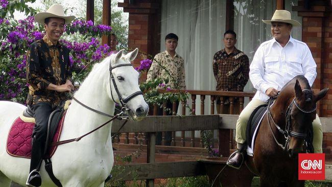 Kubu koalisi Jokowi dan Prabowo sama-sama melakukan pertemuan tadi malam. Keduanya sama-sama disebut tengah menggodok cawapres sebelum dideklarasikan.