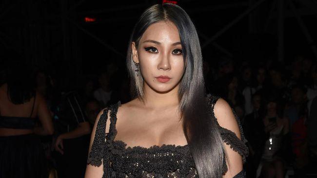 Penyanyi sekaligus rapper CL dikabarkan keluar dari YG Entertainment, setelah bernegosiasi dengan agensi yang menaunginya lebih dari 10 tahun itu.
