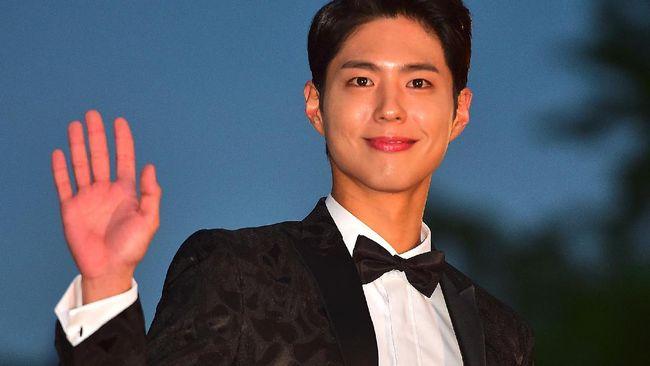 Aktor Park Bo Gum berada di puncak peringkat selebriti paling populer di Korea Selatan versi Forbes Korea. Ia mengalahkan popularitas Song Joong Ki.