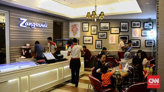 Setelah 90 tahun, kedai es krim legendaris di Surabaya, Zangrandi, mengumumkan tutup sementara mulai Selasa (23/3), hingga batas waktu yang tak diketahui.