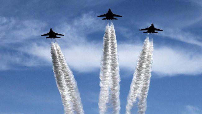 Jet tempur Rusia mengusir pesawat pengintai AS yang terbang di atas Laut Hitam. Insiden itu memicu kekhawatiran konflik antara dua negara adidaya.