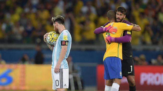 Alisson Becker tidak mau disebut sebagai penakluk Lionel Messi meskipun dalam tiga kesempatan terakhir ia selalu menang.