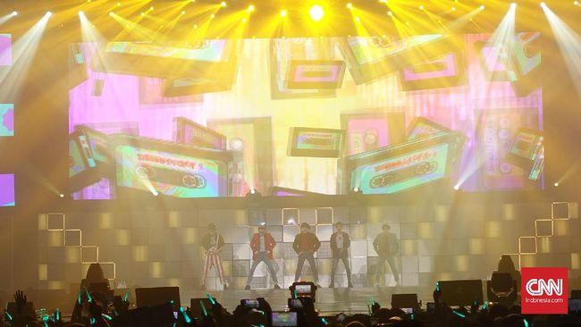 Boyband asal Korea Selatan SHINee berhasil mewujudkan mimpi penggemarnya di Indonesia dengan menggelar konser SHINee World V in Jakarta selama hampir tiga jam penuh.