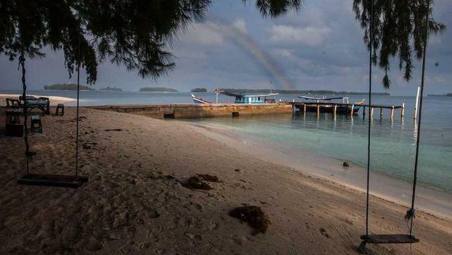 Akibat tumpahan minyak di Karawang, sebagian perairan di Kepulauan Seribu seperti Pulau Bidadari, Pulau Onrus, Pulau Kelor, Pulau Untung Jawa terkena dampaknya.