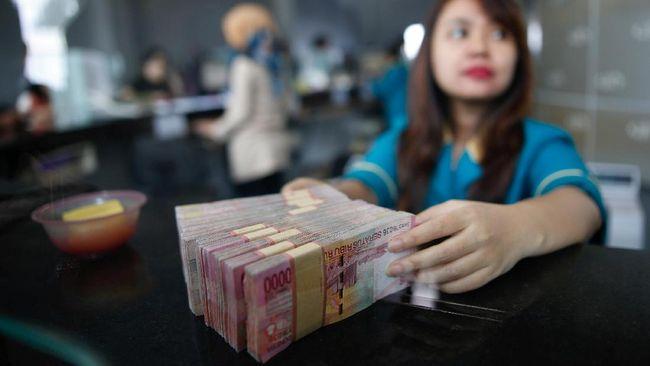 OJK memperkirakan bank-bank bermodal kecil akan mengalami kesulitan untuk bersaing dengan bank-bank besar dalam hal penghimpunan dana dan digitalisasi produk.