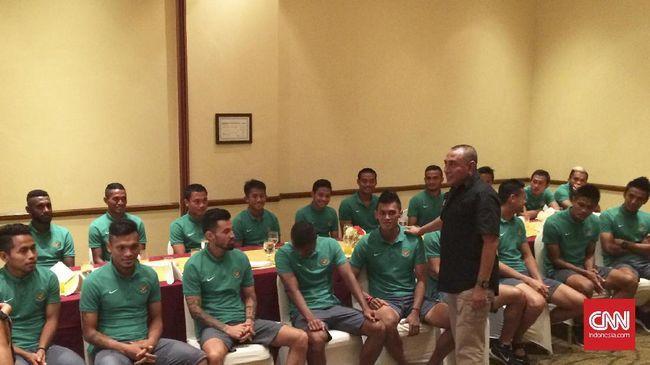 Ketua Umum PSSI yang baru terpilih pekan lalu, Edy Rahmayadi menepati janjinya untuk menemui skuat timnas Indonesia secara langsung jelang Piala AFF 2016.