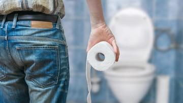 Trik Simpel agar Anak Tak Mainkan Tisu Toilet, Mau Coba, Bun?