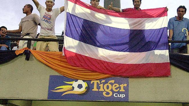 Fakhri Husaini sempat bergabung di timnas Indonesia untuk persiapan Piala Tiger 1998. Namun, ia memilih mundur dan terhindar dari insiden 'sepak bola gajah'.