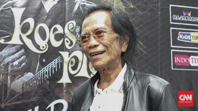Vokalis Koes Plus Yon Koeswoyo meninggal dunia di usia 77 tahun. Ia sebelumnya sempat menggelar konser demi bisa membayar biaya pengobatannya.