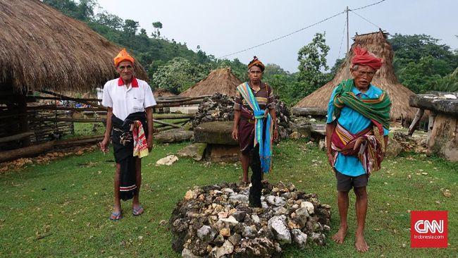 Asri dan sakral, dua kata yang tepat menggambarkan Sumba Barat, Nusa Tenggara Timur. Berbagai kawasan wajib didatangi di sini.