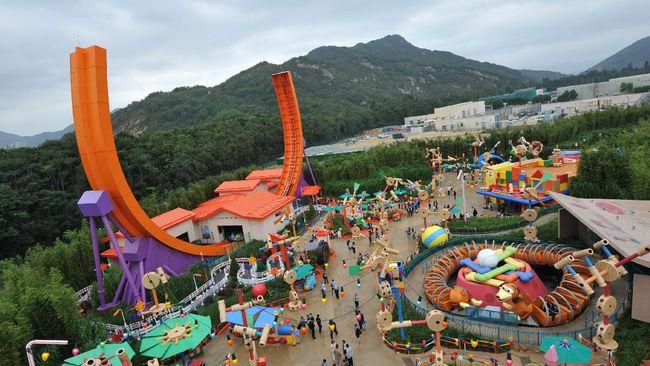 Menyusul Disneyland Shanghai, China yang ditutup pada Sabtu (25/1), tindakan serupa diterapkan dua wahana wisata di Hong Kong, Minggu (26/1).
