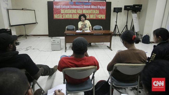 Tim pengacara Surya Anta membeberkan kliennya ditangkap oleh polisi di pusat perbelanjaan di Jakarta pada Sabtu (31/8). Ia ditangkap atas tuduhan makar.