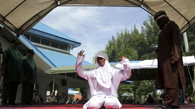 Wali Kota Banda Aceh meminta masyarakat dan Satpol PP tak memberi ruang sedikit pun bagi para pelanggar syariat Islam di ibu kota Provinsi Aceh tersebut.