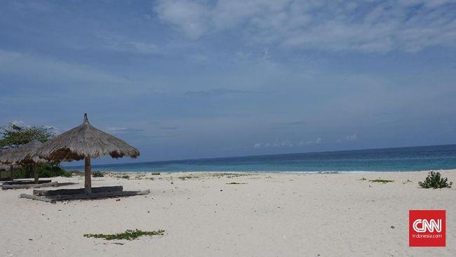Pantai Carita dan Anyer menjadi salah satu lokasi favorit warga Jakarta untuk menghabiskan libur akhir tahun.