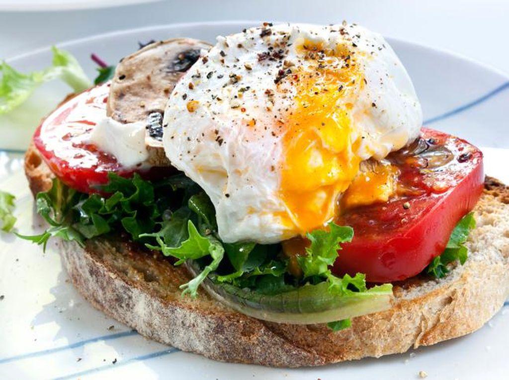AQUARIUS: Sebagai orang yang suka kejutan dan pembosan maka telur di atas roti panggang cocok buat Anda. Selalu ada 'kejutan' saat menyantap kuningnya.Foto: iStock