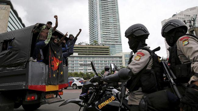 Koordinator FRI Surya Anta mengatakan pemukulan diduga dilakukan oleh aparat keamanan dalam aksi demonstrasi pada hari ini.