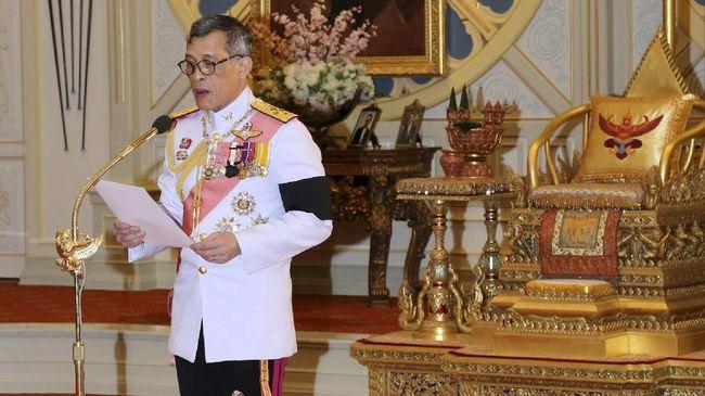 Pengacara terkenal Thailand menghadapi hukuman 150 tahun penjara karena terbukti bersalah melakukan penghinaan terhadap Raja.