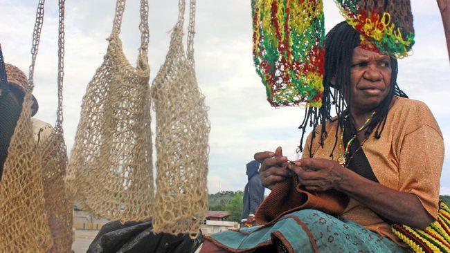 Pada hari ini (4/12), noken Papua jadi Google Doodle dalam rangka merayakan hari pengakuan tas tradisional Papua tersebut sebagai warisan budaya dunia.