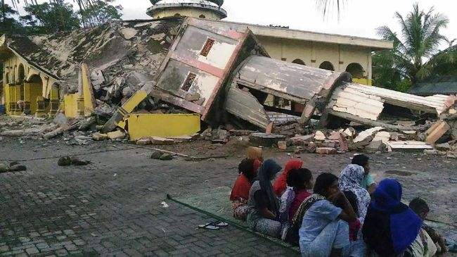 Jokowi Targetkan Area Terdampak Gempa Aceh Bersih Sepekan