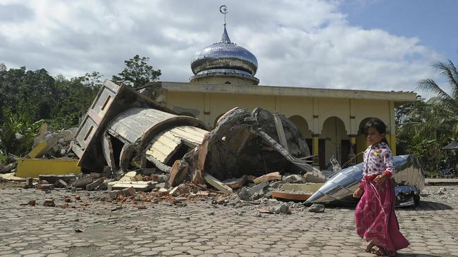 Gempa di kedalaman 15 km itu disebut bukan berasal dari aktivitas sesar subduksi, melainkan sesar mendatar yang tidak menimbulkan potensi tsunami.