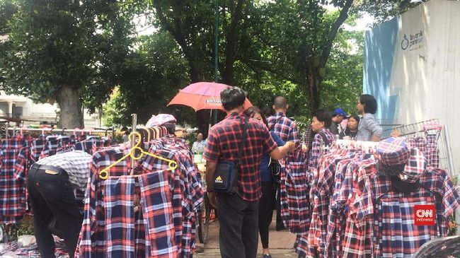 Presiden Joko Widodo disebut kemungkinan besar tidak akan kembali mengenakan kemeja kotak-kotak sebagai 'seragam' di Pilpres 2019.