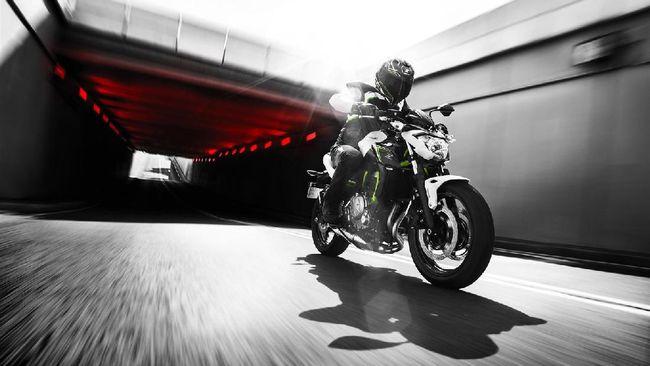 Harga baru motor premium Kawasaki akan diputuskan sambil melihat reaksi pasar otomotif roda dua dalam negeri.