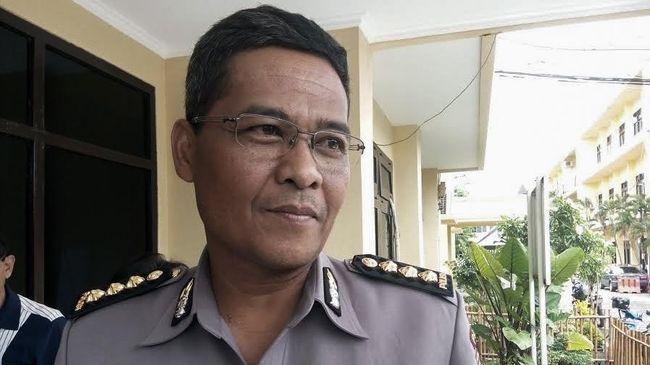 Polda Metro Jaya mengatakan penyebab terbakarnya mobil kader Partai Keadilan Sejahtera (PKS) Neno Warisman adalah korsleting pada bagian aki.