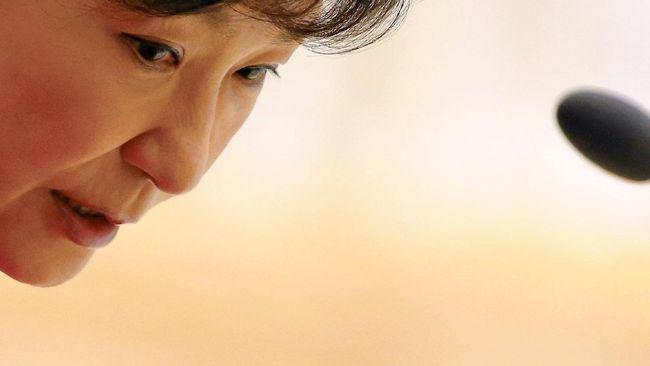 Jaksa khusus Korea Selatan memburu putri teman Presiden Park Geun-hye yang berada di Jerman atas dugaan keterlibatan dalam skandal korupsi.