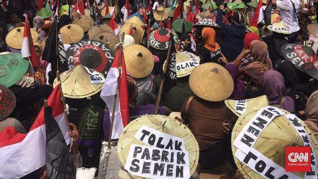 Ganjar dikritik seharusnya tak mempersoalkan dagelan, namun menjalankan putusan Mahkamah Agung yang mencabut izin lingkungan pabrik semen di Rembang.