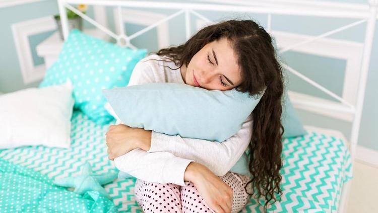 Di tengah energi yang terkuras, tidur sejenak bisa jadi me time-nya ibu-ibu.
