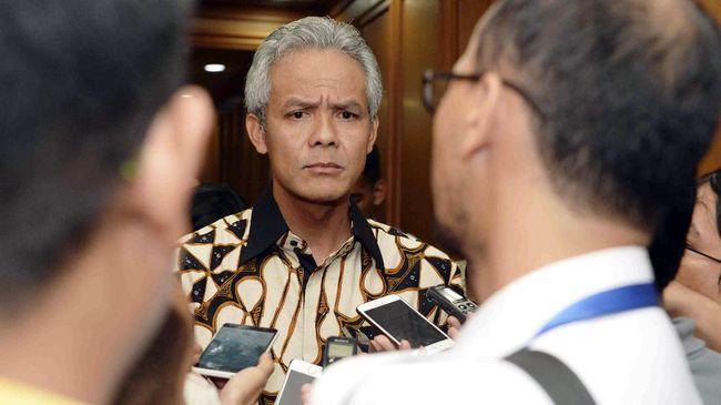 Presiden Joko Widodo enggan menanggapi pertanyaan terkait pabrik PT Semen Indonesia di Kendeng. Ia meminta pertanyaan perihal itu diajukan ke Gubernur Jateng.
