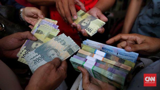 Saat ini, BI dan perbankan membatasi maksimal penukaran uang, terutama pada sejumlah kota besar maksimal sebesar Rp3,7 juta per hari untuk setiap penukar.