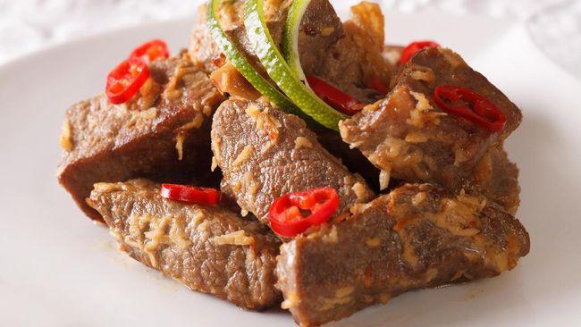 Ratusan warga London menyantap panganan khas Indonesia, nasi rendang dan telur balado, dalam acara buka puasa bertajuk 'Tenda Ramadan'.