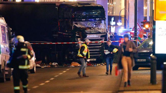 Setidaknya sembilan orang tewas dan 50 lainnya terluka akibat insiden yang diduga merupakan serangan teror tersebut.