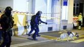 Pembunuhan Dubes Rusia di Turki, truk menabrak warga di Berlin, dan penembakan di masjid Zurich. Tiga serangan ini melanda Eropa dalam 24 jam.
