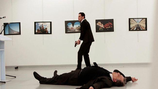 Pemerintah Rusia menilai ajakan Kanselir Angela Merkel agar Eropa bekerja sama dengan Rusia memberantas terorisme bisa menormalisasi hubungan kedua blok.