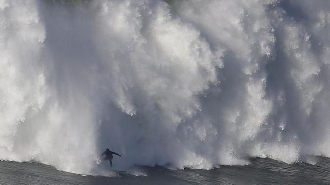 BMKG memperkirakan gelombang tinggi terjadi di sekitar perairan Balii dan selatan Jawa.