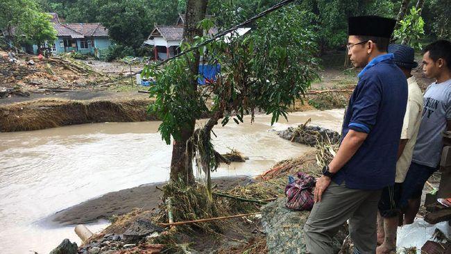 Satu korban meninggal dunia atas nama Siti Asfah (40) warga desa Tarlawi yang terseret arus di sungai ketika pulang dari ladang.