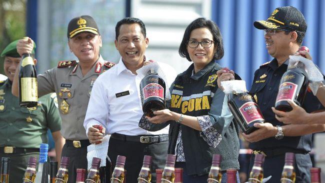 Kementerian Keuangan memperketat pengawasan produksi dan peredaran minuman beralkohol di tingkat produsen kecil dan penjual eceran.