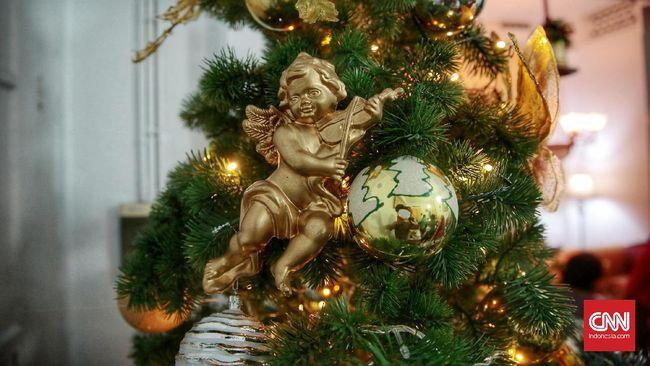 Usai Natal, ada baiknya merapikan kotak hadiah yang berserakan, dan memilah lagi hiasan Natal yang bisa disimpan atau dibuang.